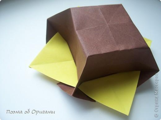 Несмотря на то, что бумага была изобретена в Китае, оригами не получило там такого распространения, как в Японии. В Китае существует совсем небольшой набор сложенных из бумаги изделий, которые можно для этой страны можно считать традиционными. Шанхайская ваза один из таких примеров. фото 33