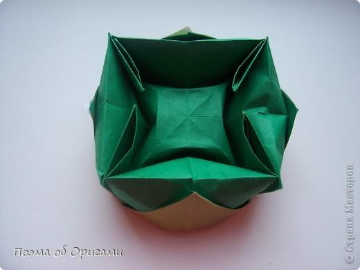 Вазочка под названием «Ленивая Сьюзи» необычная для оригами модель, так как имеет округлую форму и взята из книги Рик Бича «Оригами». фото 10
