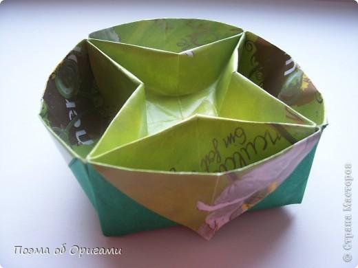 Вазочка под названием «Ленивая Сьюзи» необычная для оригами модель, так как имеет округлую форму и взята из книги Рик Бича «Оригами». фото 1