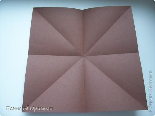 Несмотря на то, что бумага была изобретена в Китае, оригами не получило там такого распространения, как в Японии. В Китае существует совсем небольшой набор сложенных из бумаги изделий, которые можно для этой страны можно считать традиционными. Шанхайская ваза один из таких примеров. фото 4