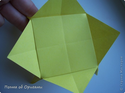 Несмотря на то, что бумага была изобретена в Китае, оригами не получило там такого распространения, как в Японии. В Китае существует совсем небольшой набор сложенных из бумаги изделий, которые можно для этой страны можно считать традиционными. Шанхайская ваза один из таких примеров. фото 45