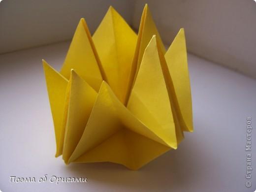 Несмотря на то, что бумага была изобретена в Китае, оригами не получило там такого распространения, как в Японии. В Китае существует совсем небольшой набор сложенных из бумаги изделий, которые можно для этой страны можно считать традиционными. Шанхайская ваза один из таких примеров. фото 47