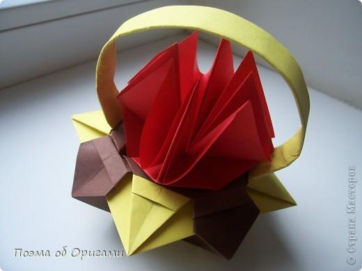 Несмотря на то, что бумага была изобретена в Китае, оригами не получило там такого распространения, как в Японии. В Китае существует совсем небольшой набор сложенных из бумаги изделий, которые можно для этой страны можно считать традиционными. Шанхайская ваза один из таких примеров. фото 48