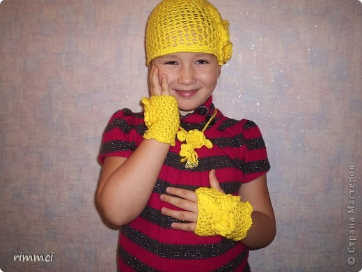 шапочка,митенки и украшение для моей младшенькой фото 1