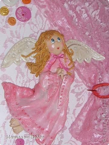 Вот такого Ангелочка я сделала для владелицы салона по изготовлению штор...атрибуты этого ремесла присутствуют на панно(пуговки,сами шторы и фурнитура к ним;)))... фото 5