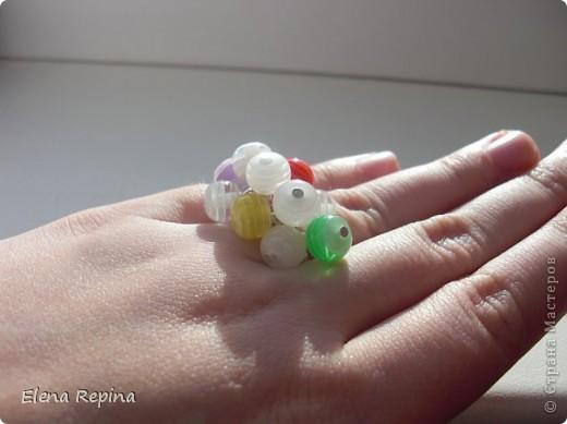 """кольцо """"Радужное""""  материалы: акриловые бусины, металлическая регулирующаяся основа   фото 7"""