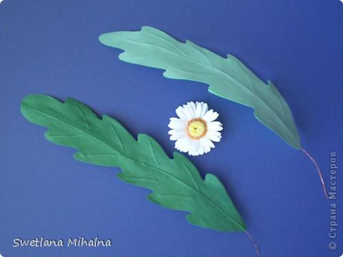 ромашка (квиллинг), листья (в качестве прожилок тонкая проволока)