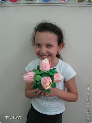 Маличка и ее новое творение: стеклянная бутылка декорирована бельевым шнуром и украшена цветами в технике квиллинг. фото 6