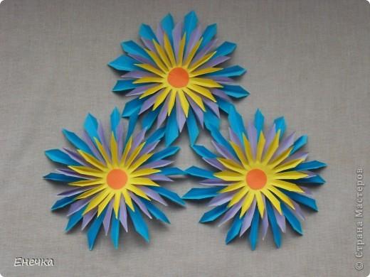 вот такие цветочки мы сделали для украшения группы в садике к празднику фото 2