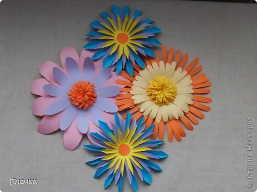 вот такие цветочки мы сделали для украшения группы в садике к празднику фото 4