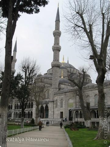 Предлагаю жителям Страны с помощью фотографий немного прогуляться по Турции. Все фотографии делала сама в разное время, их у меня очень много, отобрала лишь некоторые. Надеюсь что вписалась в жанр фоторепортаж.  Стамбул. Вход в «Дворец Топкапы», март 2009. С 1924 года дворец является музеем, а до этого служил несколько столетий главной султанской резиденцией. фото 4
