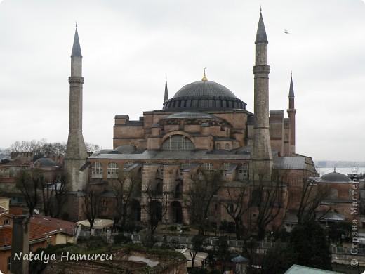 Предлагаю жителям Страны с помощью фотографий немного прогуляться по Турции. Все фотографии делала сама в разное время, их у меня очень много, отобрала лишь некоторые. Надеюсь что вписалась в жанр фоторепортаж.  Стамбул. Вход в «Дворец Топкапы», март 2009. С 1924 года дворец является музеем, а до этого служил несколько столетий главной султанской резиденцией. фото 7