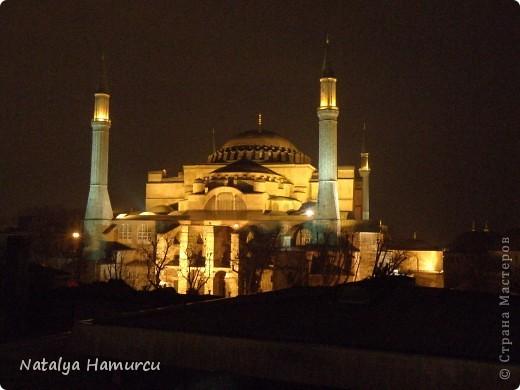 Предлагаю жителям Страны с помощью фотографий немного прогуляться по Турции. Все фотографии делала сама в разное время, их у меня очень много, отобрала лишь некоторые. Надеюсь что вписалась в жанр фоторепортаж.  Стамбул. Вход в «Дворец Топкапы», март 2009. С 1924 года дворец является музеем, а до этого служил несколько столетий главной султанской резиденцией. фото 8