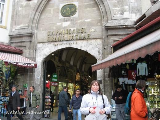 Предлагаю жителям Страны с помощью фотографий немного прогуляться по Турции. Все фотографии делала сама в разное время, их у меня очень много, отобрала лишь некоторые. Надеюсь что вписалась в жанр фоторепортаж.  Стамбул. Вход в «Дворец Топкапы», март 2009. С 1924 года дворец является музеем, а до этого служил несколько столетий главной султанской резиденцией. фото 10