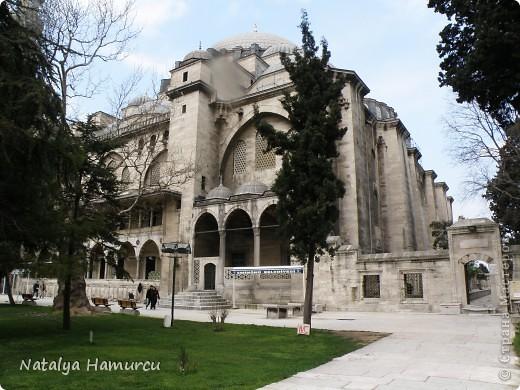 Предлагаю жителям Страны с помощью фотографий немного прогуляться по Турции. Все фотографии делала сама в разное время, их у меня очень много, отобрала лишь некоторые. Надеюсь что вписалась в жанр фоторепортаж.  Стамбул. Вход в «Дворец Топкапы», март 2009. С 1924 года дворец является музеем, а до этого служил несколько столетий главной султанской резиденцией. фото 20