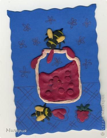 """Пластилиновая открытка: """"Села пчелка на варенье..."""" фото 1"""
