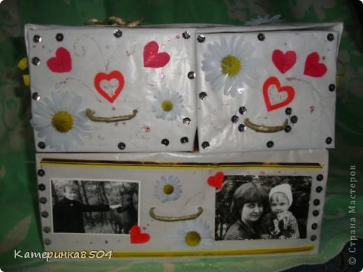 Коробочка для старых фото. У меня много детских фотографий, альбомов не накупишся, вот и решила сделать такую коробочку. Три ящечка , в которых лежат фото в конвертиках. фото 1