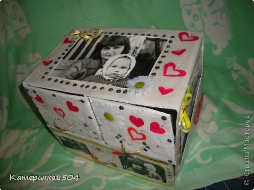Коробочка для старых фото. У меня много детских фотографий, альбомов не накупишся, вот и решила сделать такую коробочку. Три ящечка , в которых лежат фото в конвертиках. фото 3