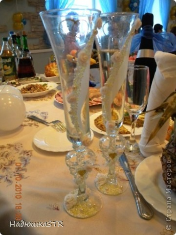 Бокалы с лепкой выполняла на особенных бокалах, что выбрала сама невеста-моя сестренка фото 1