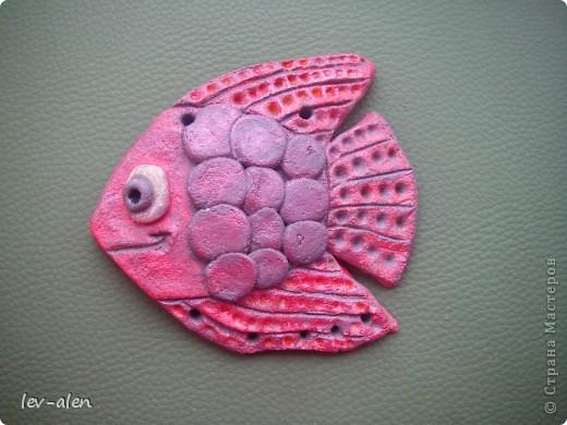 Это рыбка слеплена и раскрашена моей дочкой. Название тоже ее. фото 2