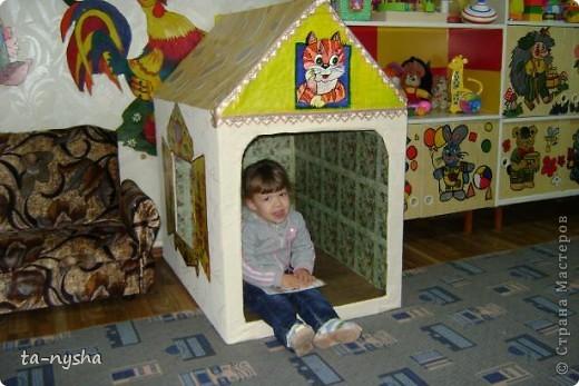 Вот такой домик мы сделали своими силами в детском саду для ясельной группы