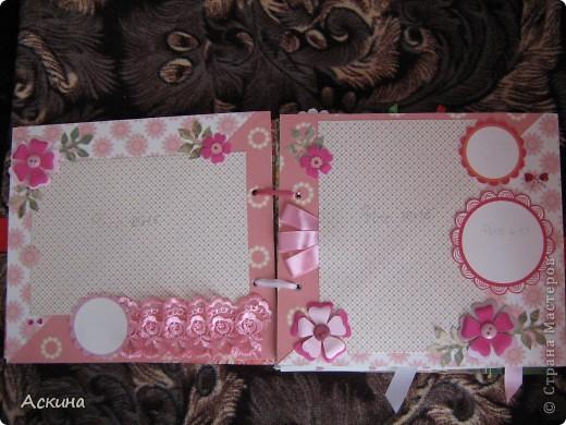 Решила на день рождения племянницы сделать фотоальбом. Уже подарила,она со своей мамой были в восторге))) Чтобы альбомчик не помялся,сделала к нему коробку. Размер альбома 17,5 на 20, 7 разворотов, 8 листов,основа картон. фото 7