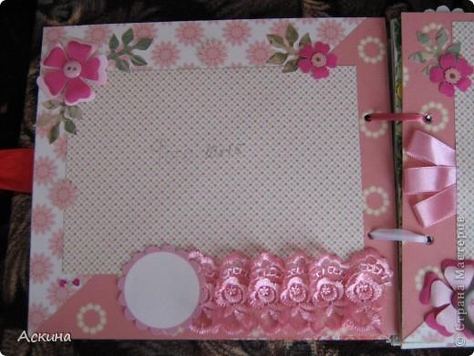Решила на день рождения племянницы сделать фотоальбом. Уже подарила,она со своей мамой были в восторге))) Чтобы альбомчик не помялся,сделала к нему коробку. Размер альбома 17,5 на 20, 7 разворотов, 8 листов,основа картон. фото 8