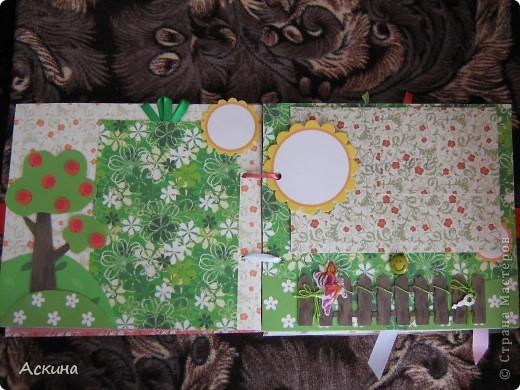 Решила на день рождения племянницы сделать фотоальбом. Уже подарила,она со своей мамой были в восторге))) Чтобы альбомчик не помялся,сделала к нему коробку. Размер альбома 17,5 на 20, 7 разворотов, 8 листов,основа картон. фото 10