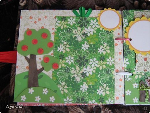 Решила на день рождения племянницы сделать фотоальбом. Уже подарила,она со своей мамой были в восторге))) Чтобы альбомчик не помялся,сделала к нему коробку. Размер альбома 17,5 на 20, 7 разворотов, 8 листов,основа картон. фото 11