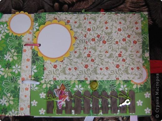 Решила на день рождения племянницы сделать фотоальбом. Уже подарила,она со своей мамой были в восторге))) Чтобы альбомчик не помялся,сделала к нему коробку. Размер альбома 17,5 на 20, 7 разворотов, 8 листов,основа картон. фото 12