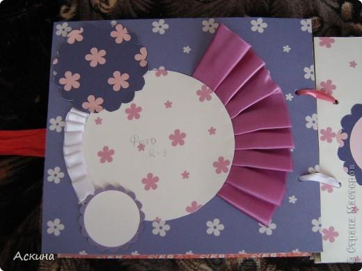 Решила на день рождения племянницы сделать фотоальбом. Уже подарила,она со своей мамой были в восторге))) Чтобы альбомчик не помялся,сделала к нему коробку. Размер альбома 17,5 на 20, 7 разворотов, 8 листов,основа картон. фото 18
