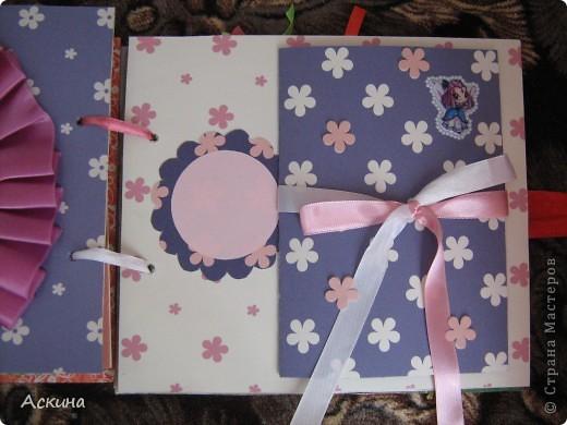 Решила на день рождения племянницы сделать фотоальбом. Уже подарила,она со своей мамой были в восторге))) Чтобы альбомчик не помялся,сделала к нему коробку. Размер альбома 17,5 на 20, 7 разворотов, 8 листов,основа картон. фото 19