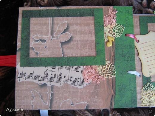 Решила на день рождения племянницы сделать фотоальбом. Уже подарила,она со своей мамой были в восторге))) Чтобы альбомчик не помялся,сделала к нему коробку. Размер альбома 17,5 на 20, 7 разворотов, 8 листов,основа картон. фото 22