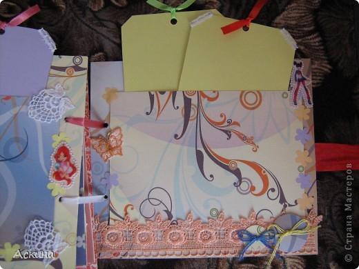 Решила на день рождения племянницы сделать фотоальбом. Уже подарила,она со своей мамой были в восторге))) Чтобы альбомчик не помялся,сделала к нему коробку. Размер альбома 17,5 на 20, 7 разворотов, 8 листов,основа картон. фото 26