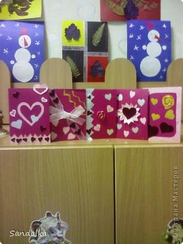 Много всего, но в центре валентинки :)) День Св. Валентина у самых маленьких.