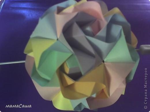 Многие кусудамки нашли себе новых хозяев и , вот, новое пополнение. Кусудама на основе модуля Magic Rose Cube by Valery Vann 30 модулей без клея.  фото 1