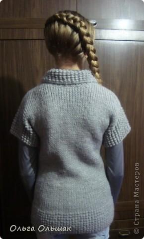 Между квиллингом и насыпушками навязала девочкам немного тёплых обновок к зиме.Это для Насти кофточка с карманами. фото 6