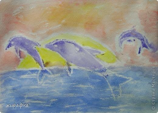 На бумаге для акварели Катя свечой нарисовала рисунок а потом раскрасила гуашью. фото 1