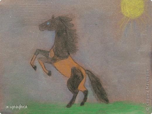 На бумаге для акварели Катя свечой нарисовала рисунок а потом раскрасила гуашью. фото 2