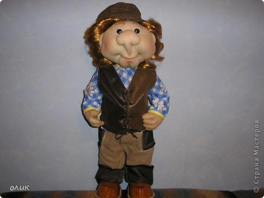 Вот мой первый мальчик, начинала делать куклу-попика, но личико получилось мужское, отложила до лучших времен и вот родился Степа. Имя дали сын с мужем, причем не договариваясь между собой, ну а я согласилась, Степа так Степа. фото 7