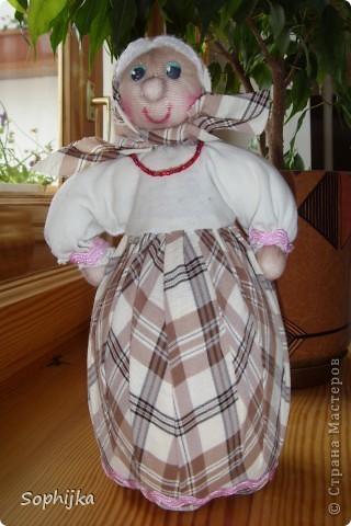 Вот такую куклу я сшила по МК Ликмы (ссылка внизу). Такую стройную, высокую, хозяйственную, добрую бабушку. Посмотрим поближе? фото 1