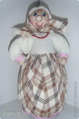 Вот такую куклу я сшила по МК Ликмы (ссылка внизу). Такую стройную, высокую, хозяйственную, добрую бабушку. Посмотрим поближе? фото 4