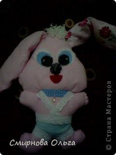 На сайте Радуга увидала такого синенького зайчишку. Себе решила сшить розового... фото 7