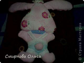 На сайте Радуга увидала такого синенького зайчишку. Себе решила сшить розового... фото 8