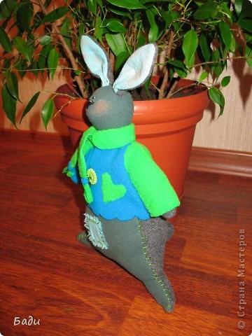 Вот ещё Зайка! Правда муж -мой главный критик -сказал ,что он похож на кенгуру!  фото 2