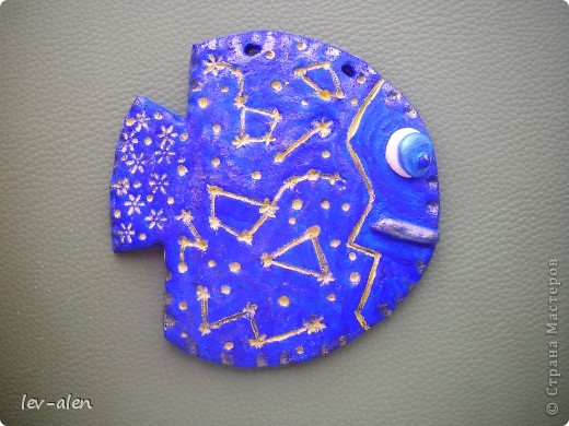 Задумка- карта звездного неба. Если поставить рыбку перед горящей лампой, то созвездия просвечиваются. фото 1