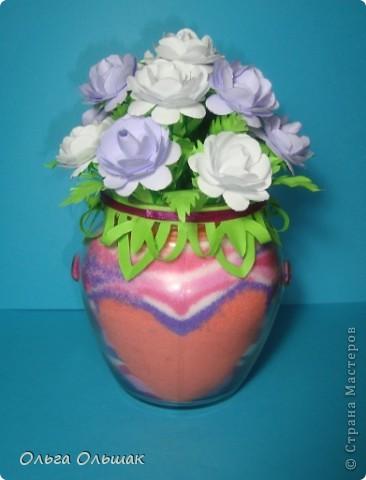 Вот очередная насыпушка,но на этот раз с букетом роз!Получился подарок, пока не знаю, по какому поводу будет подарен и кому. Пусть стоит,есть пить не просит, лишь только глаз радует. фото 10