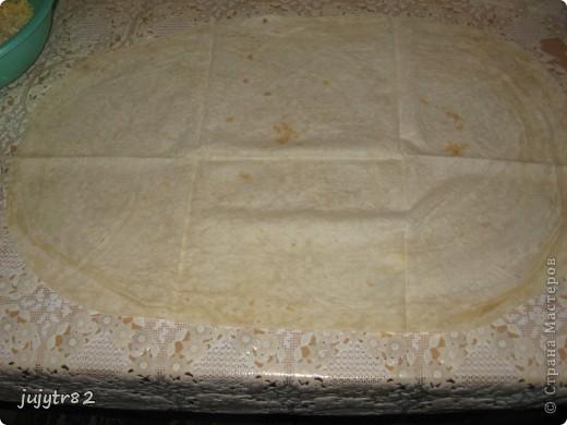 Рулет из лаваша. На один рулет нам понадобится: 3 тонких лаваша 2 упаковки крабового мяса 300 грамм сыра пучок зелени (укроп, петрушка) фото 2