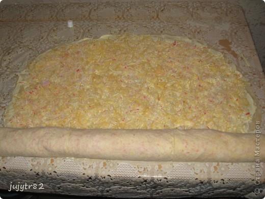 Рулет из лаваша. На один рулет нам понадобится: 3 тонких лаваша 2 упаковки крабового мяса 300 грамм сыра пучок зелени (укроп, петрушка) фото 9