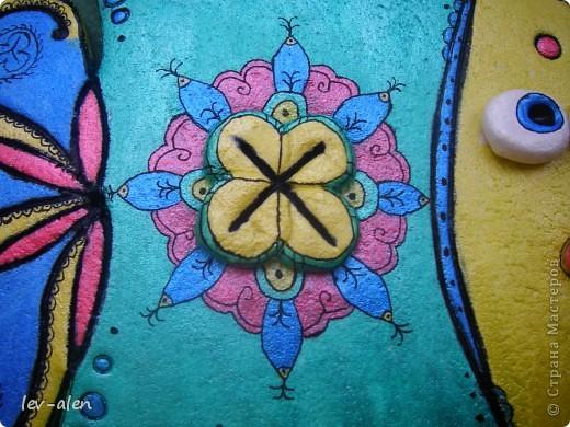 Рыбка с индийскими мотивами. Расписана перламутровыми акриловыми красками фото 3